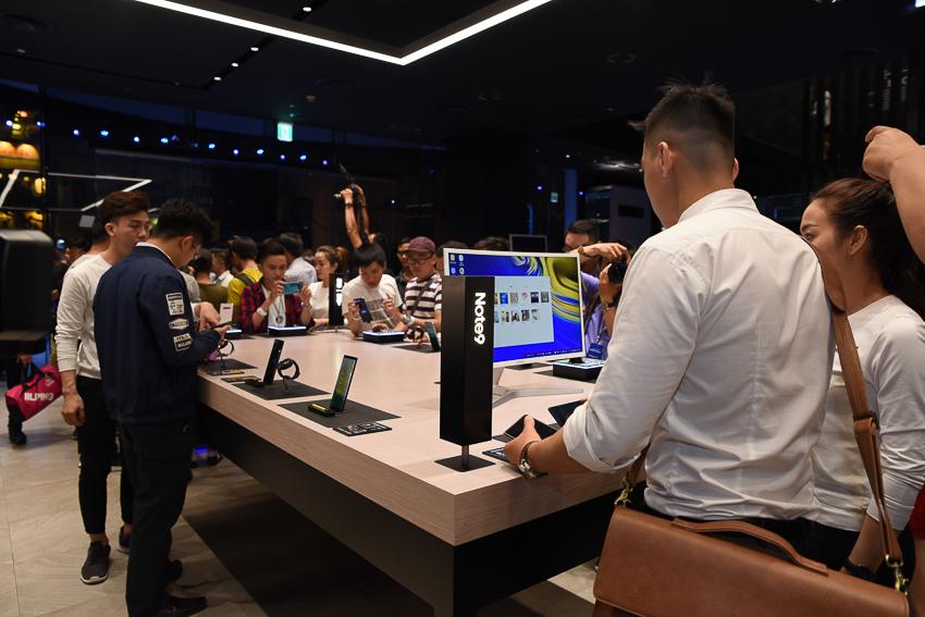 Samsung Showcase 23