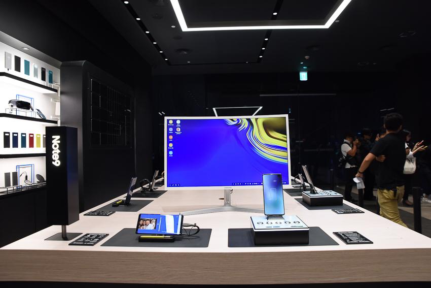 Samsung Showcase 04