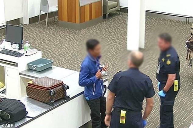 Người đàn ông Việt bị bắt tại sân bay Australia. Ảnh: ABF