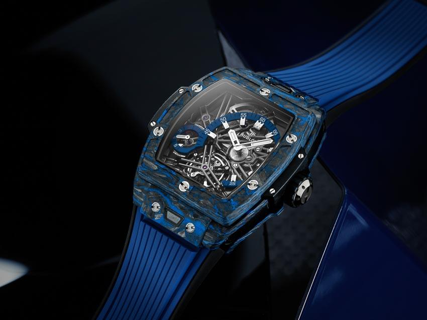 Spirit of Big Bang Tourbillon 42mm với bộ vỏ từ Carbon cùng tính năng thay dây nhanh One Click lần đầu tiên được tích hợp trên mẫu đồng hồ này