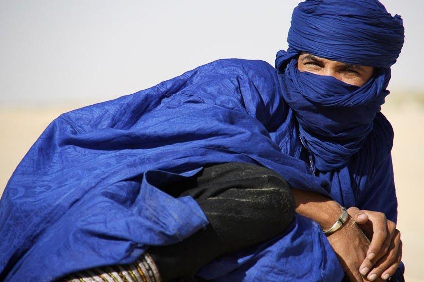 Đàn ông Tuareg mang mạng che