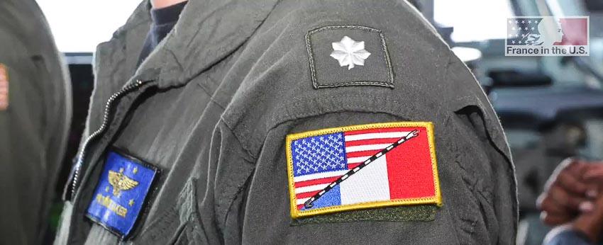 Đồng phục bay của phi công Pháp trên hàng không mẫu hạm