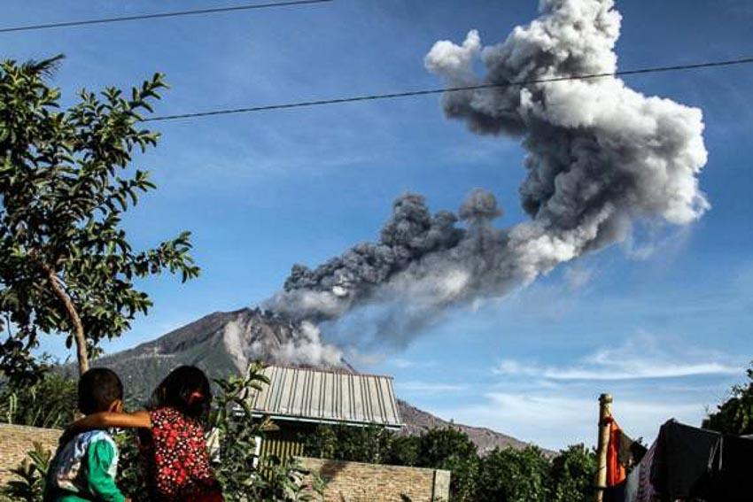 Núi lửa Sinabung, Indonesia