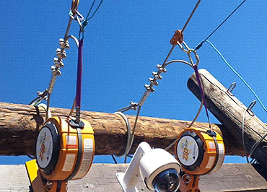 Hệ thống phanh hãm khi tiếp đất của một zipline cao 550 m ở Oracle, Arizona, dài nhất bang