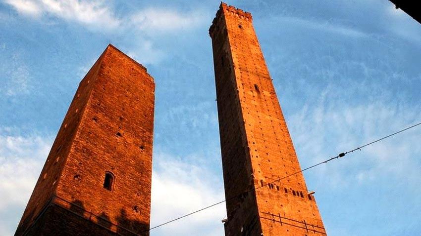 Các tháp Bologna, Ý