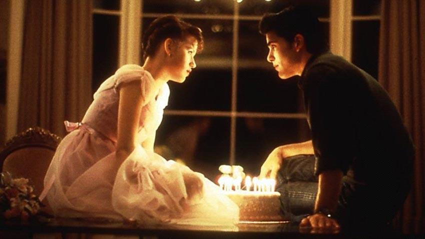 Cảnh hôn trong phim Sixteen Candles (1984)