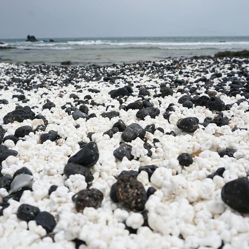 Popcorn Beach hoặc Popcorn Bay - Bãi biển bỏng ngô ở Tây Ban Nha 1