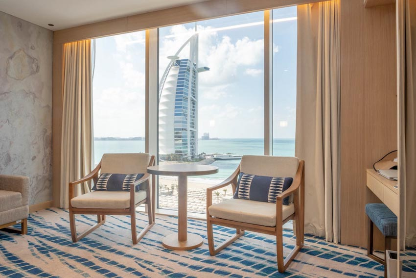 So sánh Khách sạn bảy sao Burj Al Arab và Jumeirah Beach Hotel 10