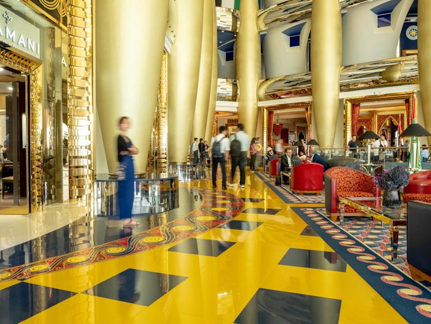 So sánh Khách sạn bảy sao Burj Al Arab và Jumeirah Beach Hotel 12
