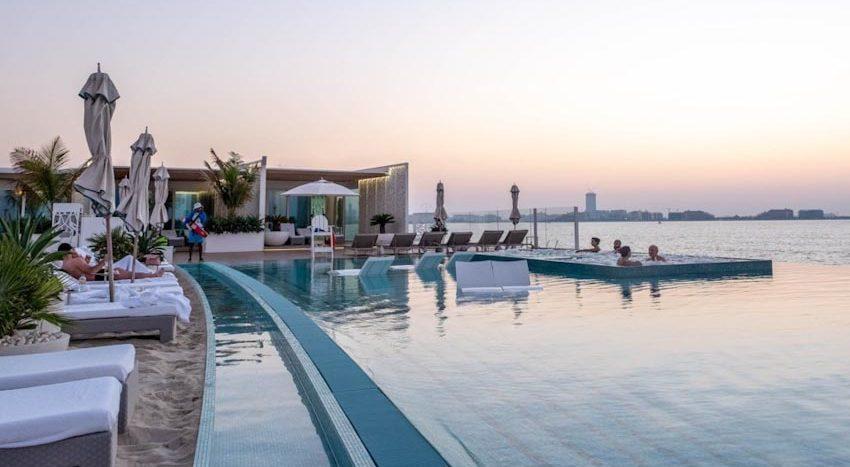 So sánh Khách sạn bảy sao Burj Al Arab và Jumeirah Beach Hotel 13