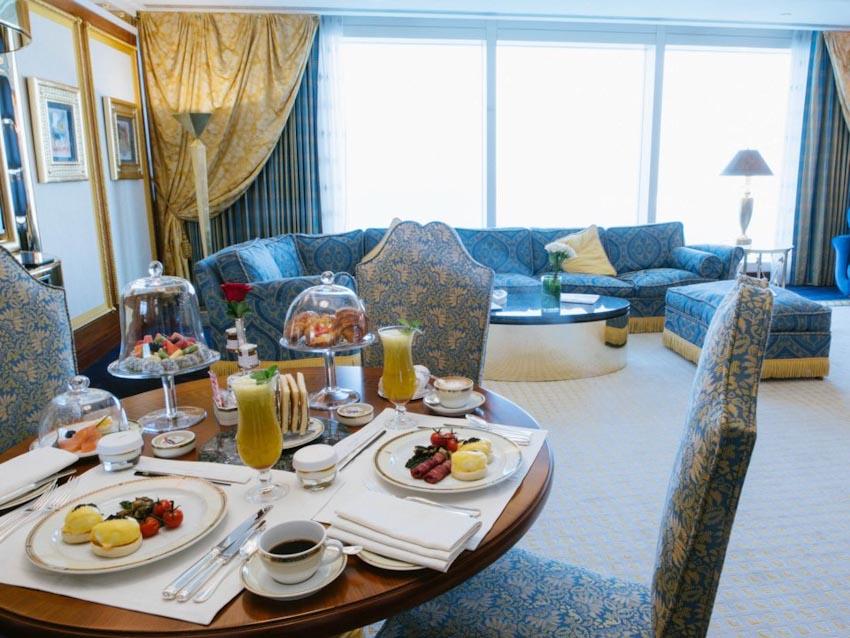 So sánh Khách sạn bảy sao Burj Al Arab và Jumeirah Beach Hotel 15