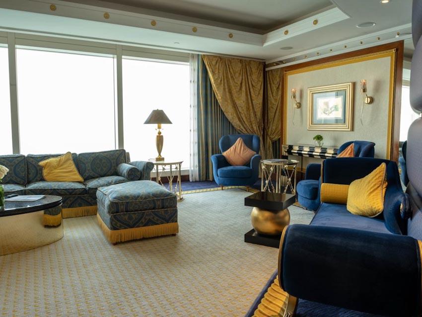 So sánh Khách sạn bảy sao Burj Al Arab và Jumeirah Beach Hotel 17