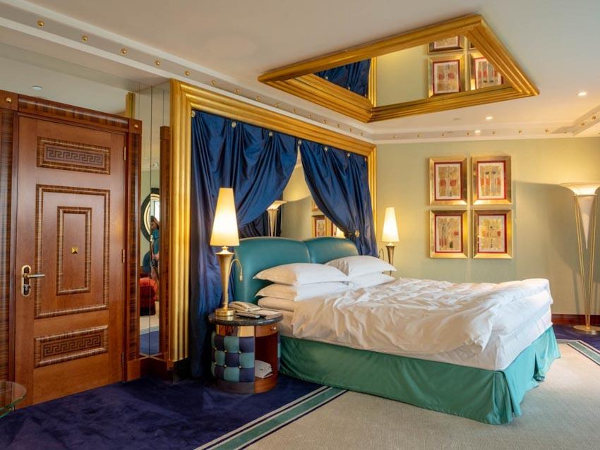 So sánh Khách sạn bảy sao Burj Al Arab và Jumeirah Beach Hotel 4