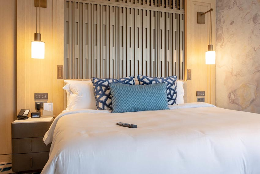 So sánh Khách sạn bảy sao Burj Al Arab và Jumeirah Beach Hotel 7