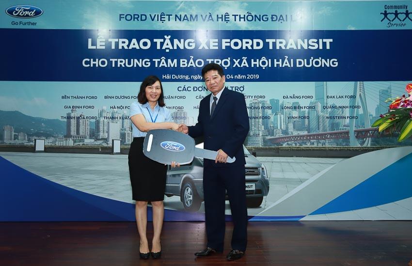Ford Việt Nam tặng xe Transit cho Trung tâm Bảo trợ Xã hội tỉnh Hải Dương 1