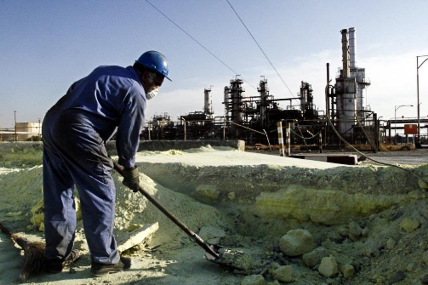 Tại một nhà máy lọc dầu ở Tehran, Iran