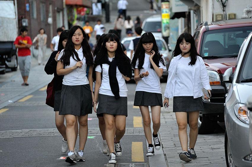 """Từ """"thế hệ lo âu"""" tại Harvard đến nạn xâm hại tình dục nữ sinh tại Nhật Bản 1"""