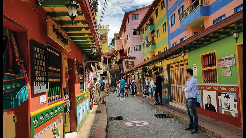 Lạc lối ở thị trấn cổ Guatapé