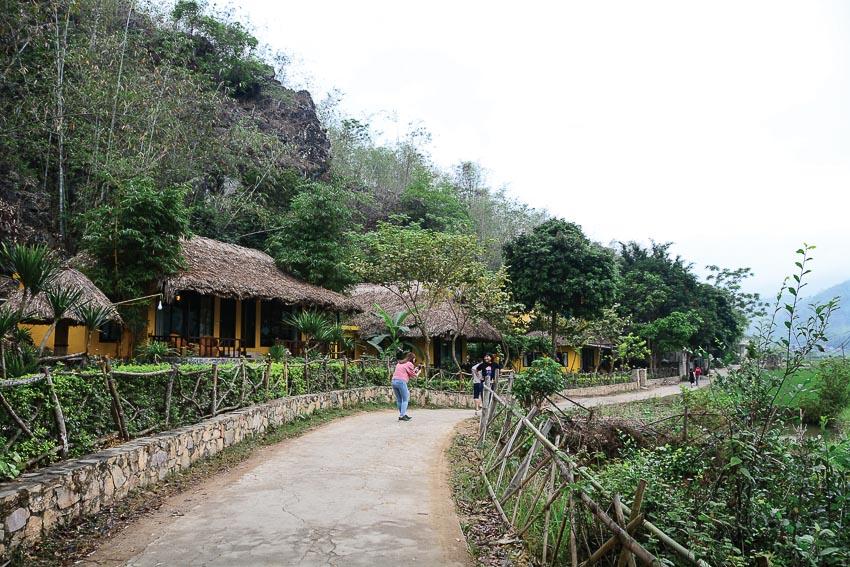 Con đường làng duyên dáng ở thung lũng Mai Châu