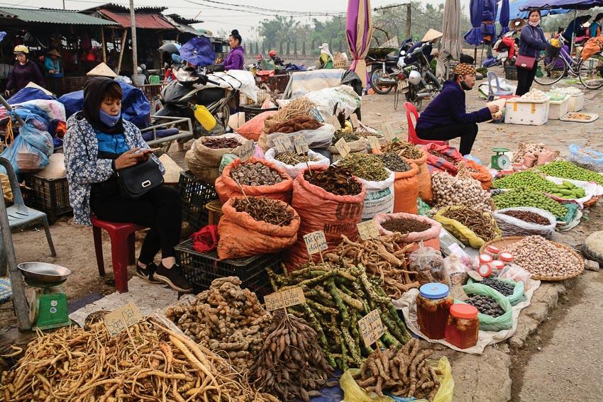 Góc chợ nhỏ vùng cao - Ảnh Minh Mẫn