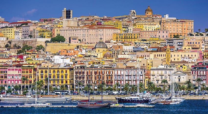 Bến cảng tấp nập của thủ phủ đảo Sardinia