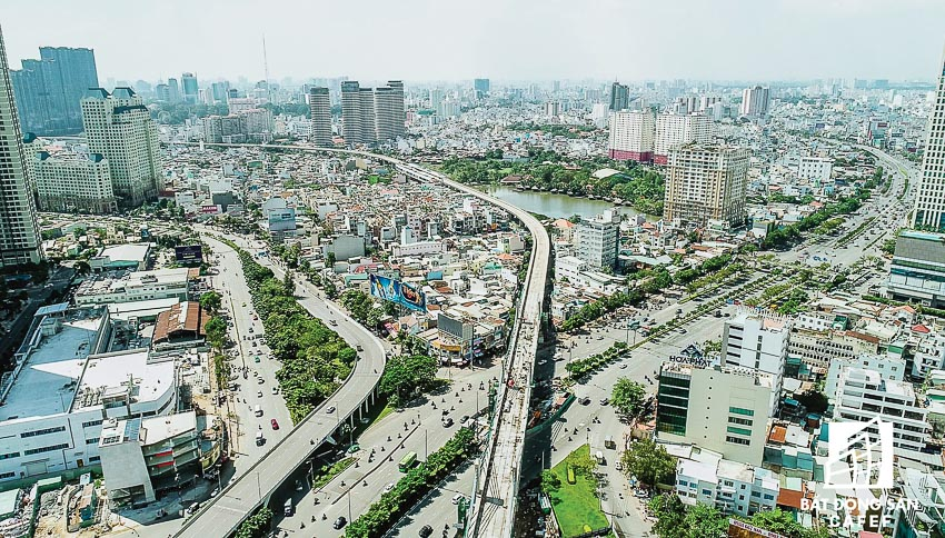 Tuyến metro Bến Thành - Suối Tiên, đoạn nối địa bàn Q.Bình Thạnh - Q.1 vượt qua đường Nguyễn Hữu Cảnh. Ảnh: Cafef.vn