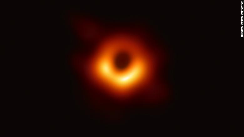 Hình ảnh hố đen vừa được công bố. @CNN