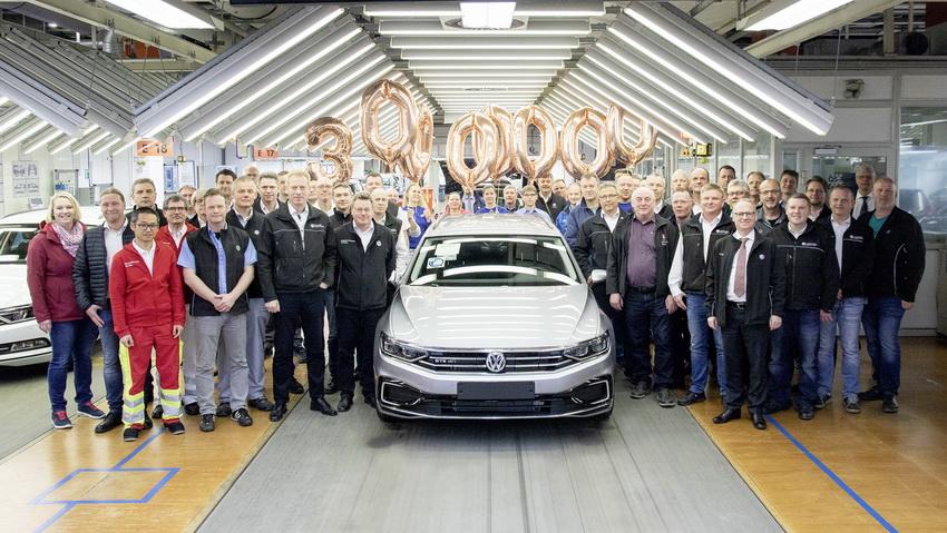 Chiếc xe Volkswagen Passat thứ 30 triệu xuất xưởng 1
