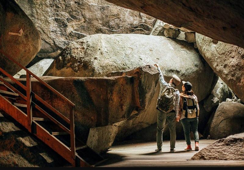 Khám phá hang động trong đồi Tức Dụp.