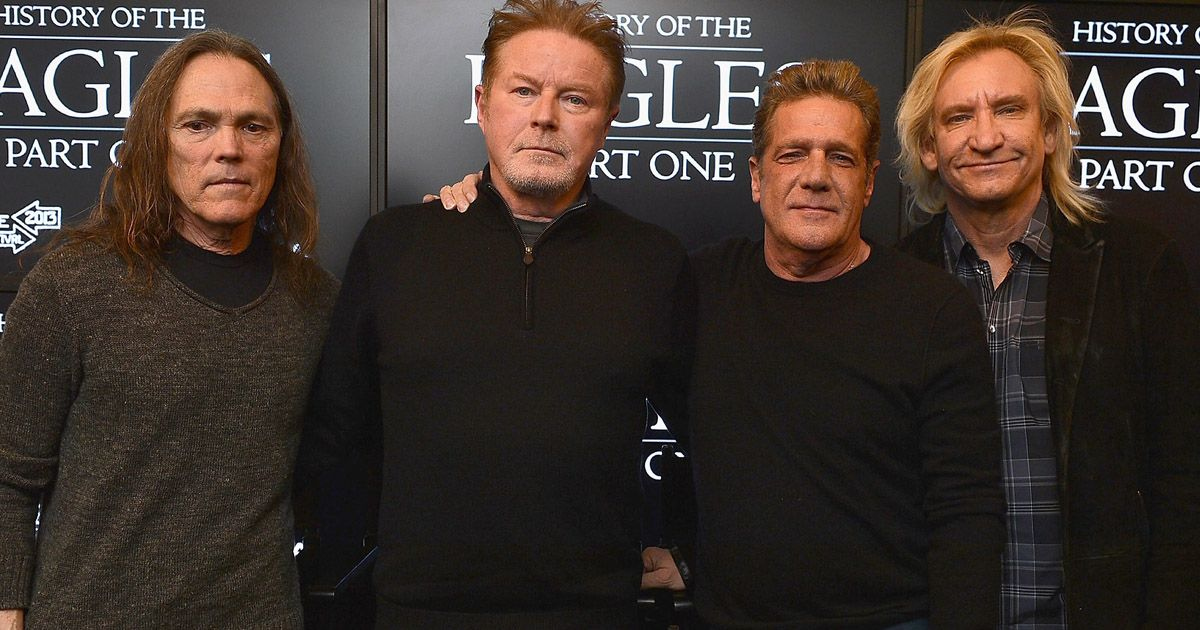 Timothy B. Schmit, Don Henley, Glenn Frey và Joe Walsh của The Eagles năm 2013. Ảnh: Gettyimage
