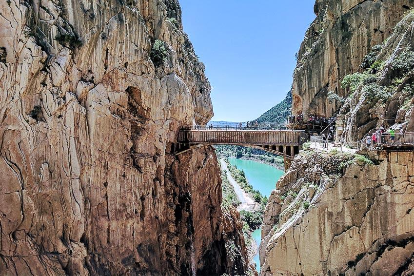 13 chiếc cầu đi bộ ngoạn mục nhất thế giới 3