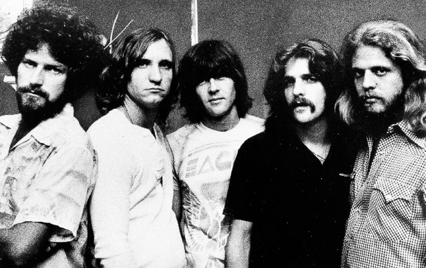 The Eagles 1977, trái sang: DonHenley, Joe Walsh, Randy Meisner, Glenn Frey và Don Felder