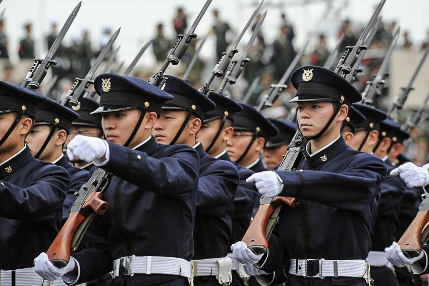 Lực lượng Phòng vệ (JSDF) trong một cuộc diễu binh