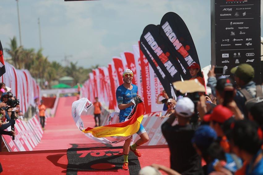 """Cuộc đua """"Người Sắt"""" Việt Nam 2019: Khát vọng, quyết liệt và vượt trội 16"""