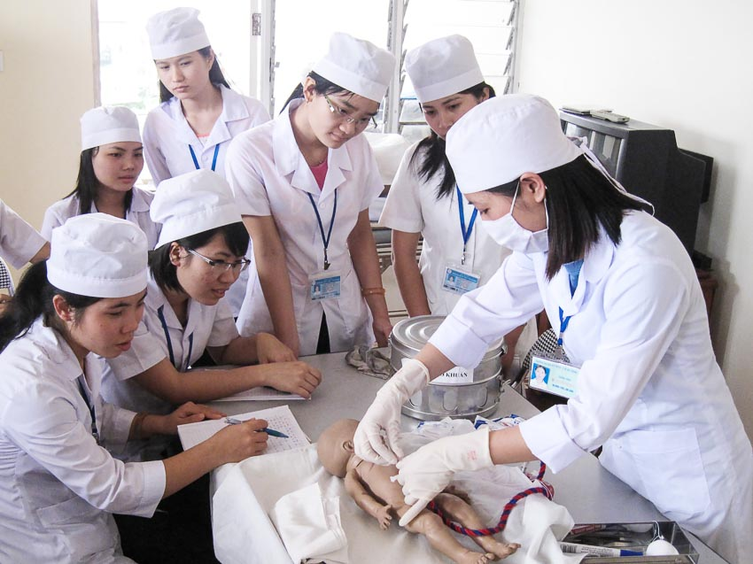 đào tạo những người thầy thuốc vừa kỹ thuật vừa nhân văn 1