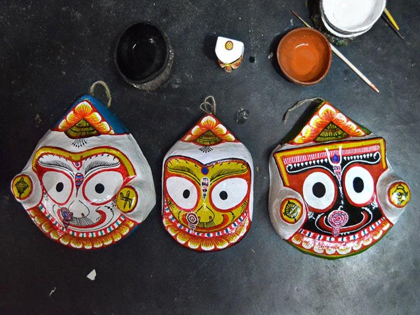 Mặt nạ vị chúa tể Jagannath với người anh em Balabhadra và Subhadra