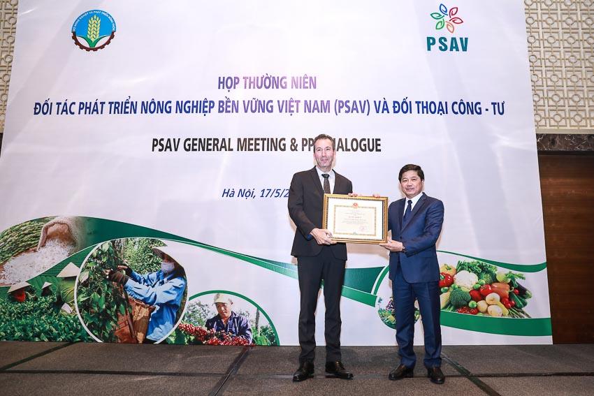 Nestlé Việt Nam nhận bằng khen vì thành tích xuất sắc phát triển nông nghiệp bền vững 1
