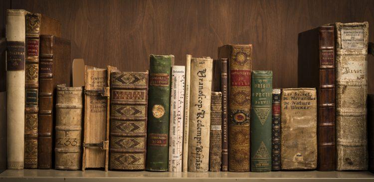 Những cuốn sách nổi tiếng bị cấm trong thế kỷ 21