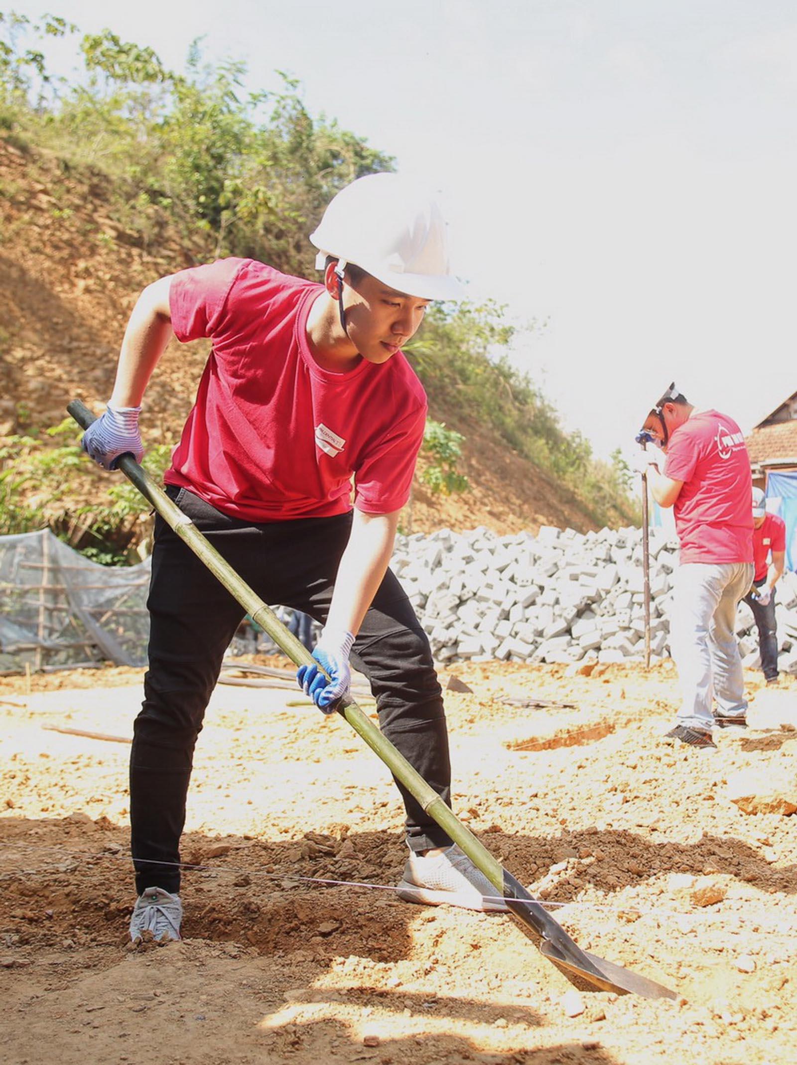 Prudential xây dựng nhà an toàn cho người dân vùng bão lũ 2