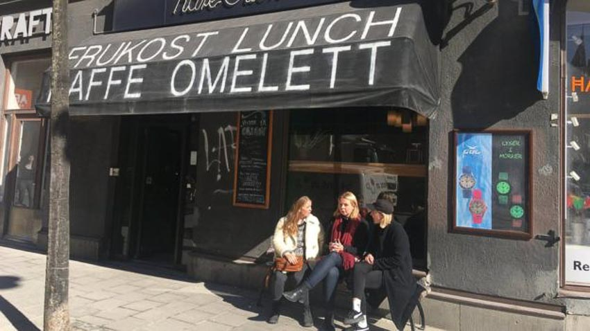 Nhà hàng cà phê Kafe Orion không cho khách dùng tiền mặt