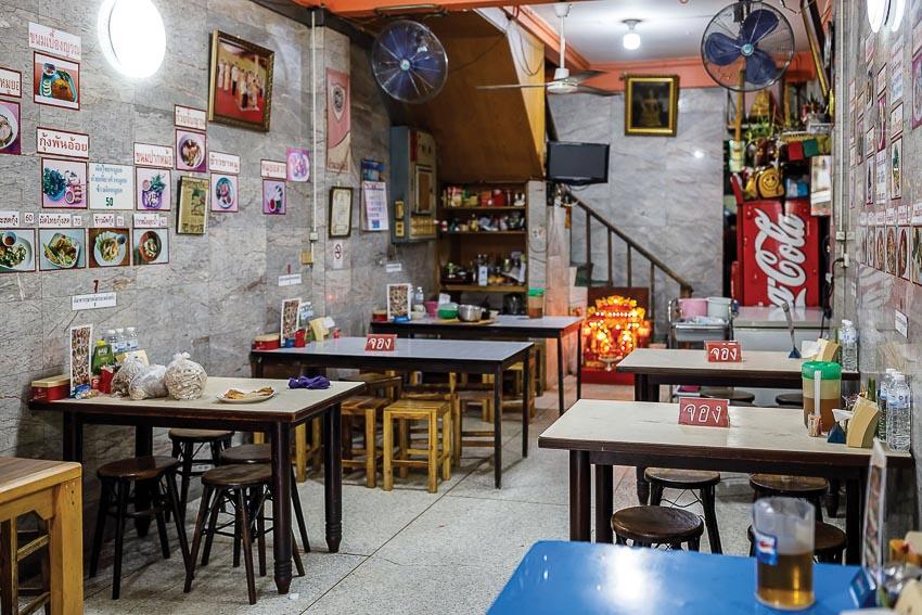 Người Thái thích ăn giò chả Việt 5
