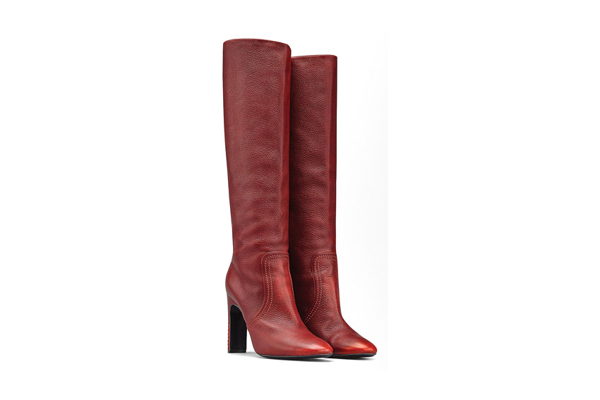 Đôi boots Bottega Veneta rực rỡ sắc đỏ