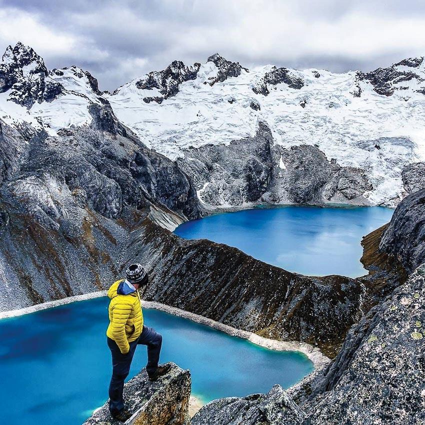 Hồ xanh trên núi tuyết