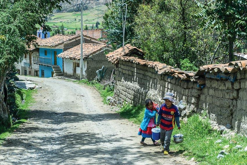 Xóm nhỏ ngoại vi thành phố Huaraz