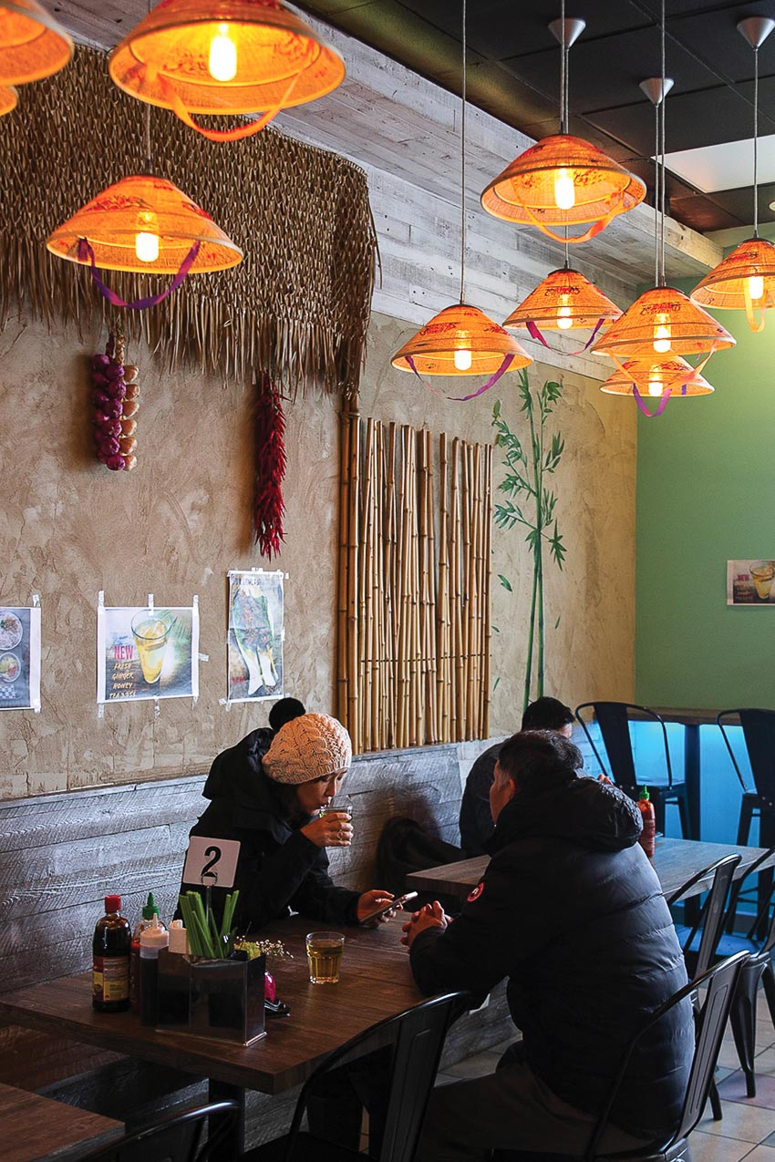 Khung cảnh Việt tại Nhà hàng Buncha Hanoi ở Glenview