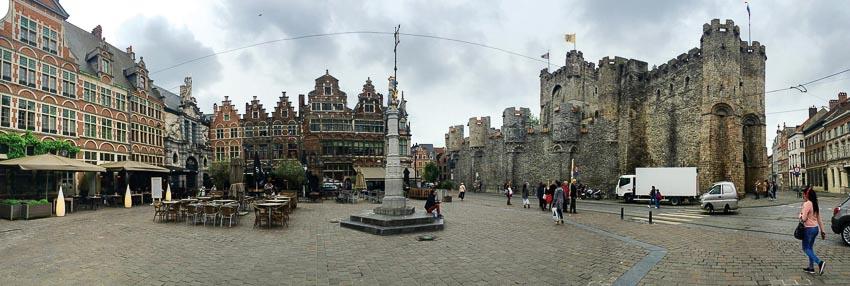 Quảng trường gần ngàn năm tuổi