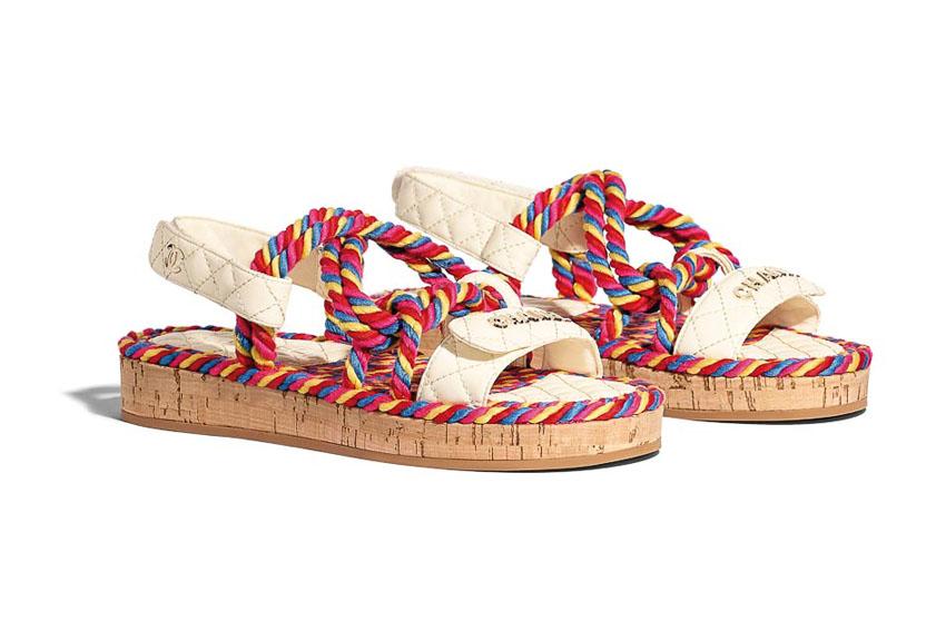 Giày sandal sắc màu của Chanel