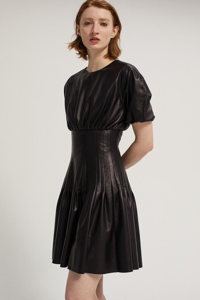 5 kiểu little black dress vượt thời gian mà bạn nên sở hữu 8