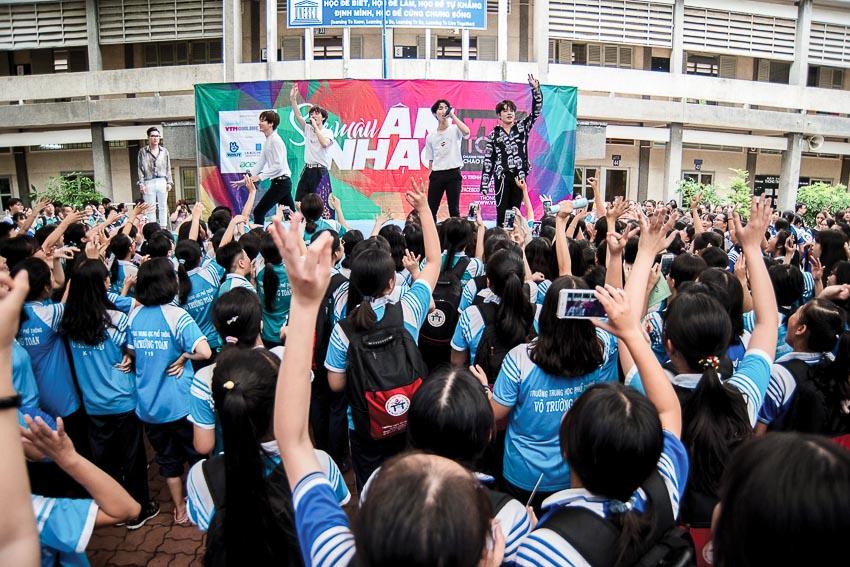 Hàng chục ngàn học sinh chào hè 2019 sôi động cùng VTM Tour 11