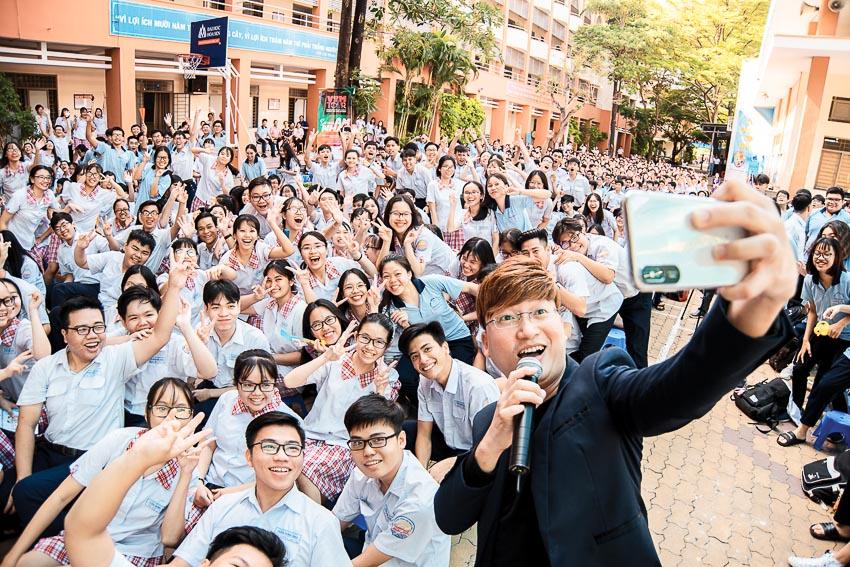Hàng chục ngàn học sinh chào hè 2019 sôi động cùng VTM Tour 16